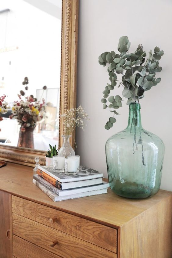 Bouquet dans une Dame Jeanne verte