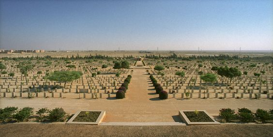 El Aalmein cementerio de tumbas de los soldados alemanes griegos y italianos de la segunda guerra mundial de El Alamein y visita del museo militar de El Alamein #museo_militar #Egipto #El_Alamein #tour #Alejandria  http://www.maestroegypttours.com/sp