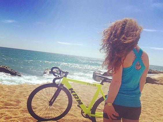 A veces necesitamos tiempo para nosotros.. #pedalea #think #montgat #girl #crazymind #sky #blue #sea #peace #inkgirl #ink #me #fixie #fixiegirl #krn #curls #barna