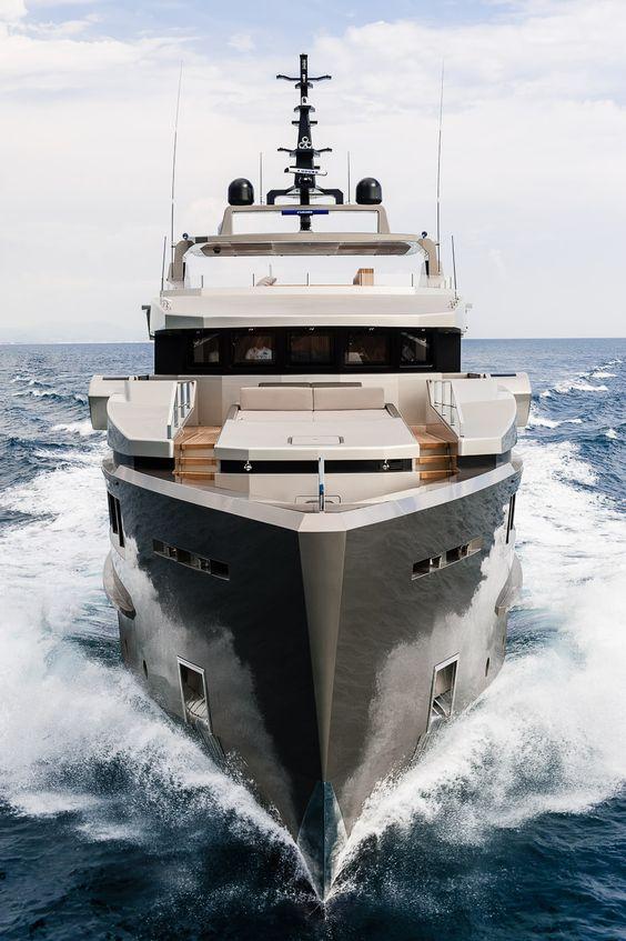 Admiral-Tecnomar-superyacht-Cacos-V.jpg (932×1400)