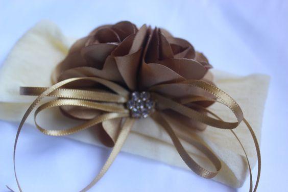 Faixa de meia bouquet de flores dourada maravilhosa, <br>ideal para bebê ou criança de 0 a 6 anos.