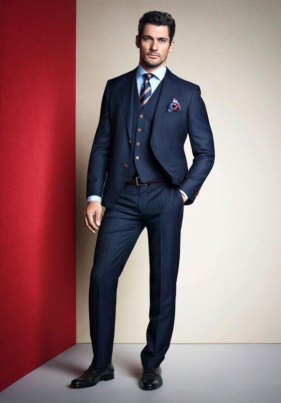 Costume bleu marine ray boutons marron et mouchoir motif floral mode homme look mariage Costume decontracte mariage