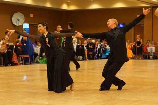 Iwow Their Form Looks Amazing I Love The Beautiful Dress She S Wearing And The Sport Of Ballroom Dan Salsa Dance Lessons Private Dance Lessons Ballroom Dance