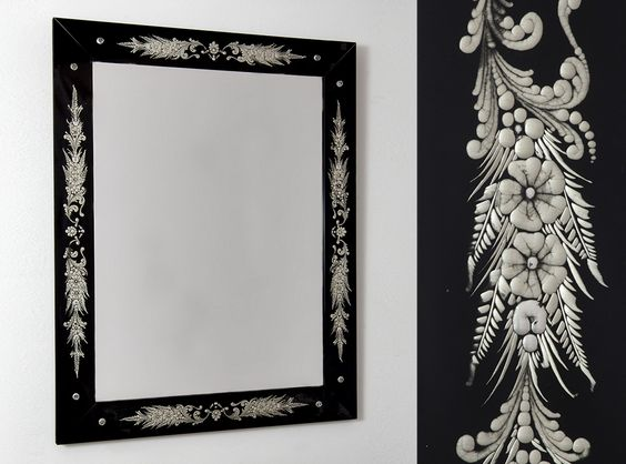 A precious traditional Venetian Mirror, from Specchi Veneziani collection
