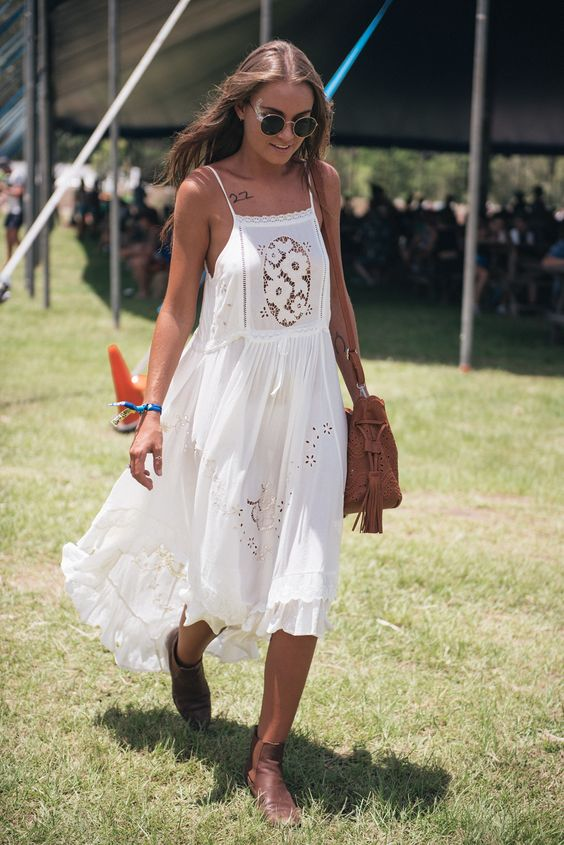Spell dress, ankle booties and a killer tan. Festival beauty.: