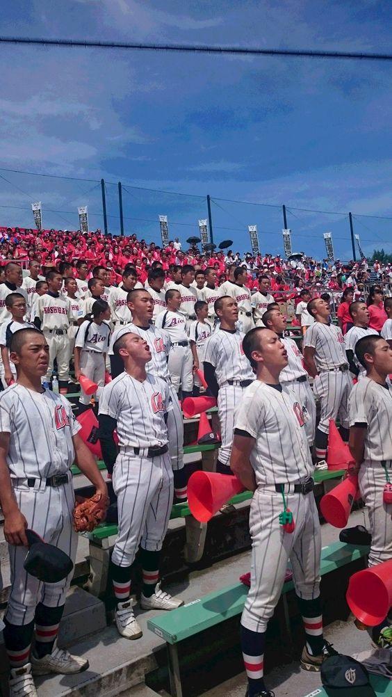 甲子園予選大会で校歌を合唱する浦和学院高等学校のかっこいい高校球児