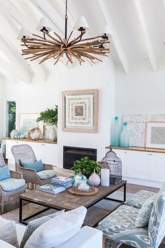 Driftwood chandelier design and beaches on pinterest for How to decorate a beach house