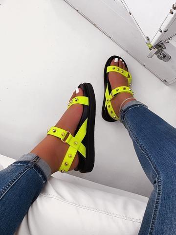 21 Women Sandals For Moms