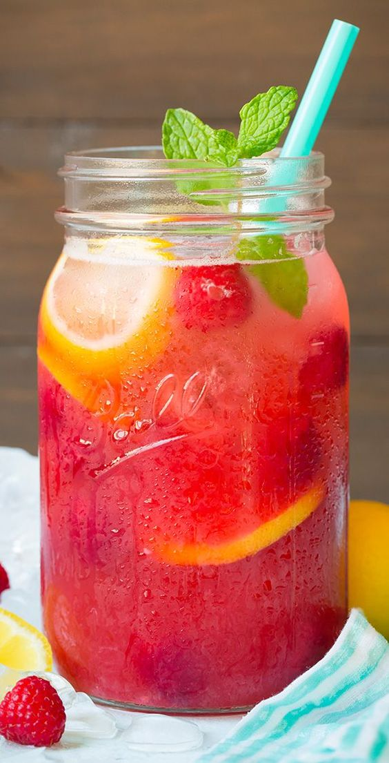 Sparkling Raspberry Lemonade - this is so vibrant and refreshing, I could drink this all summer long!: