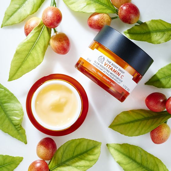 Apply all-vegan Vitamin C Glow Boosting Moisturiser to your face and neck to hydrate, energise and boost your natural radiance.