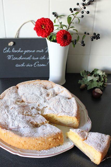 Birnenkompott-Kuchen, ein Kuchen mit Rührteig und Birnen. Schnell zubereitet, wenn das Birnenkompott bereits im Kühlschrank steht. Der ideale Sonntagskuchen für die ganze Familie. Und hier ist das Rezept  http://wolkenfeeskuechenwerkstatt.blogspot.de/2011/10/birnenkompott-kuchen.html