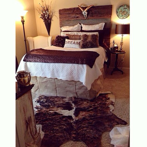Love the colors two horseshoes instead of steer head and for Rustic country bedroom