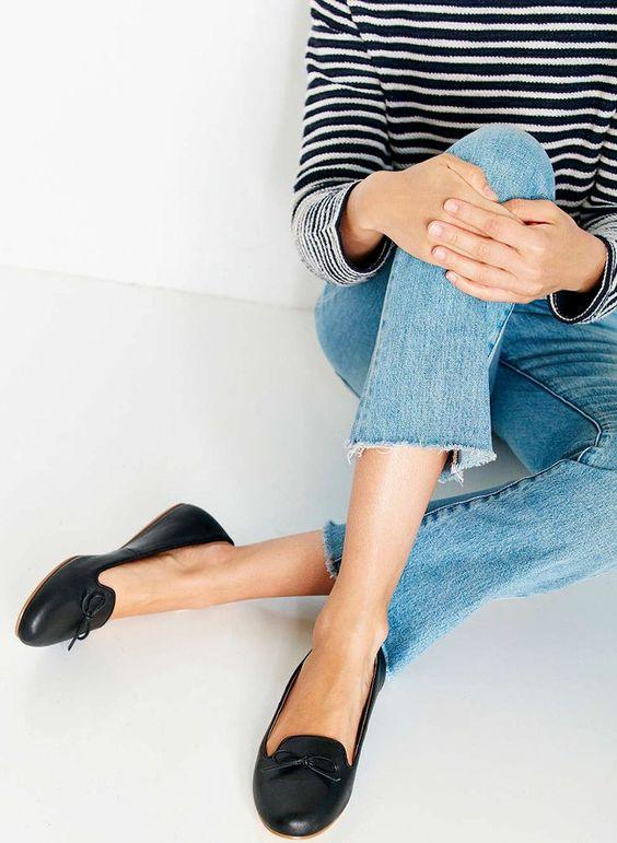 Slippers chics + jean coupé court sur la cheville = le bon mix (look Urban Outfitters)