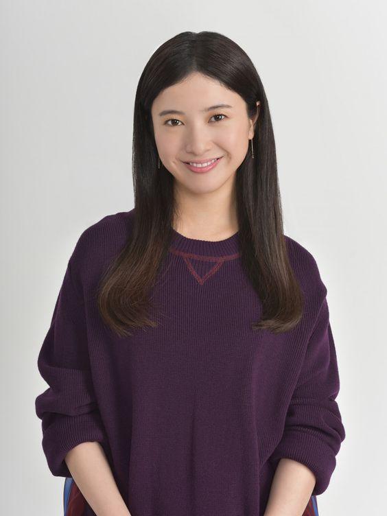 にっこりと微笑む吉高由里子