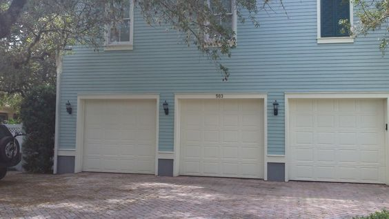 A 3-car garage with a garage apt above it, like Jim and Marilyn's house.