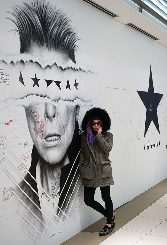 david bowie memorial mural, blackstar david bowie art, bowie memorial, noir artist blackstar david bowie, brussels belgium.  More on #lacarmina blog:  http://www.lacarmina.com/blog/2016/05/david-bowie-blackstar-mural-binche-carnival-belgium/