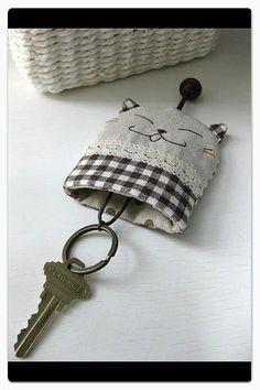 Zakka Cat Key Cover Pouch unico disponibile di madebymuiee su Etsy