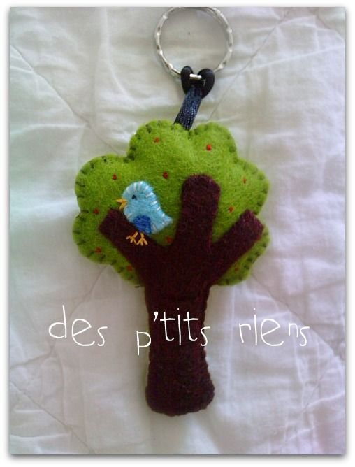 Porte cl s arbre et oiseau en feutrine de laine bijou de - Clef a laine ...