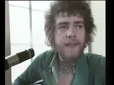 Stealers Wheel - 'Stuck in the middle with you'