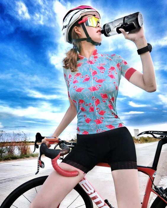"""ถูกใจ 2,106 คน, ความคิดเห็น 31 รายการ - BIKE COMMUNITY (@bike.community) บน Instagram: """"""""คุณอุ๊""""...นักปั่นแข็งแรง />> • • FB Page : BIKE Community #BikeCommunity #BikeCommunityTH…""""""""></p> <p>Fundamental en cualquier atleta. Una correcta hidratación es indispensable para llevar a cabo los procesos fisiológicos. Ingerir bebidas antes durante y después de la actividad deportiva no hará que mejores tu rendimiento deportivo. Pero si te dará una mayor ventaja en comparación con quienes no lleven una correcta hidratación.</p> <p>La hidratación también es parte del entrenamiento invisible, ya que favorece a los procesos de recuperación del organismo.</p> <p><a href="""