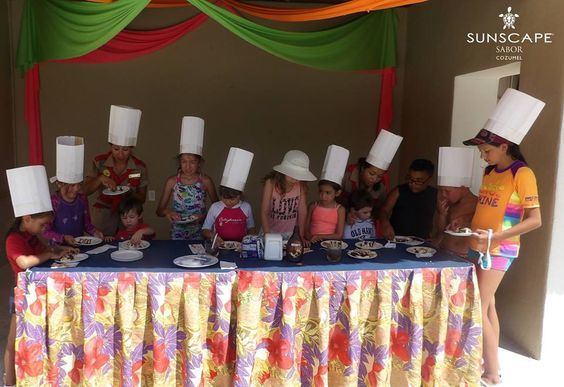 Wondering how to entertain the kids during your family vacation? Sunscape Sabor Cozumel's Explorer's Club for Kids offers daily activities just for your little ones! This cooking class was a hit with some of our recent guests.