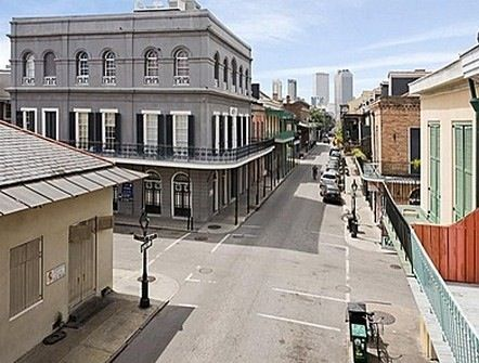 Top yen haunted houses by Zillow #3 3. LaLaurie Mansion (above) Location: New Orleans, LA Notable ghosts: Victims of Madame LaLaurie