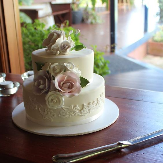 Beautiful Classic Cake #countrweddings #wedding #cake #eyg2015