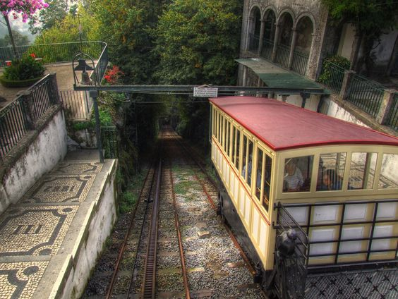 Sabia que o Elevador do Bom Jesus em Braga é o mais antigo elevador hidráulico do mundo?  Did you know that Bom Jesus funicular in Braga is the oldest hydraulic funicular in the World?