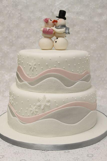Love this sweet winter wedding cake!