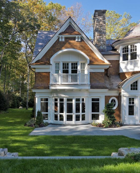 Nantucket Style Chic Design Inspiration House Exteriors Hello Lovely House Exterior House Styles Nantucket Style Homes