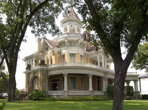 Grand old house! It would be a romantic life living here