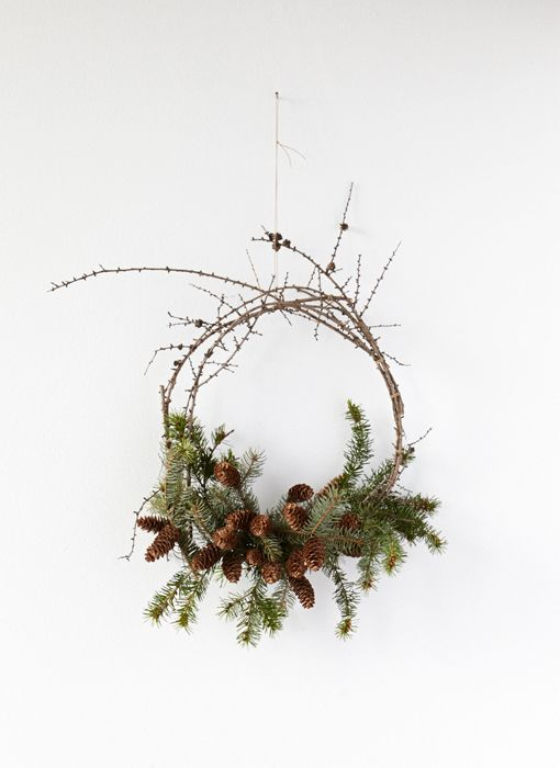 This stop-motion video shows you how to construct an evergreen wreath from foraged boughs, branches and pine cones around your home.: