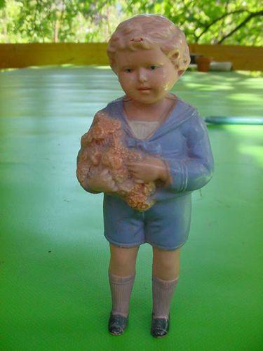 SCHILDKROT-Rudi-Celluloid-Junge-12-cm-anmodellierte-Kleidung-Blumen-im-Arm