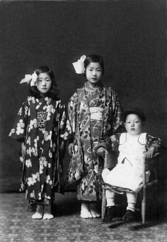 Sisters & brother portrait - Matsu Miyoko 松美代子 eleven year old, Matsu Shizue 松静枝 nine year old & Matsu Shutoku 松主徳 five year old - Japan - April 1, 1924