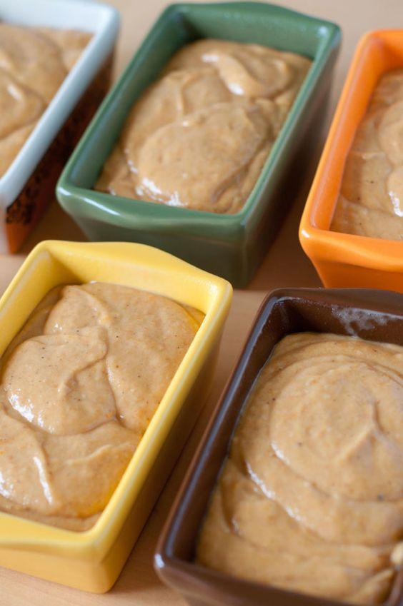 Mini Pumpkin Bread with Cinnamon Streusel Topping -- yum!@toni dryburgh