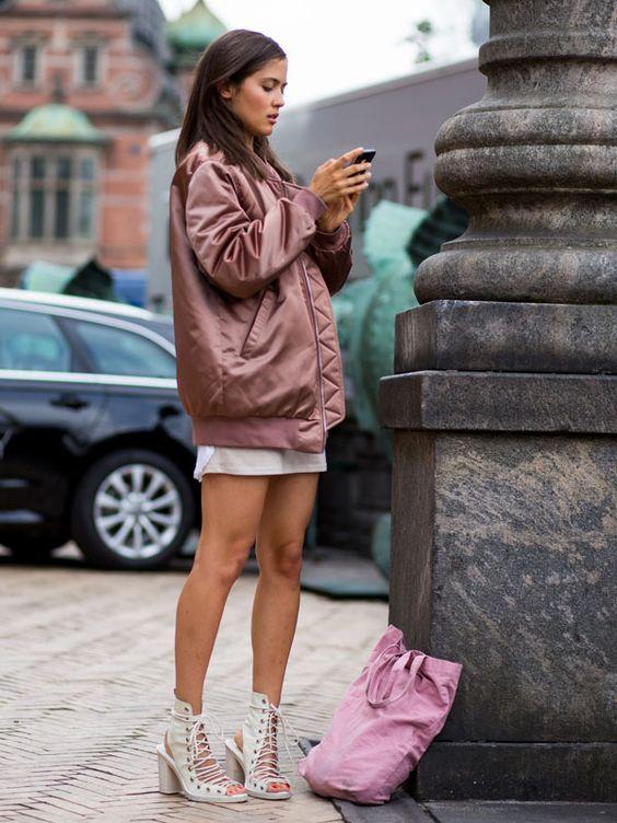 look pink bomber jacket street style: