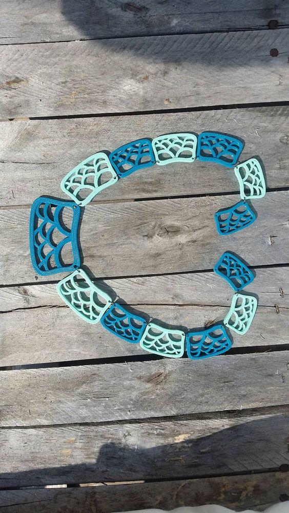 WAWES Collana stampata 3D in PLA verde acqua e blu by Honeycomb3D