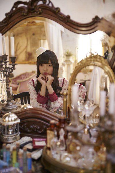 鏡越しの上村莉菜