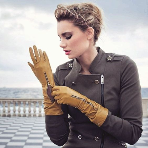 Double tap & tag someone who loves gloves ❤ #Leathergloves #Gloves #HeelsBootsGloves