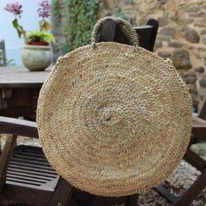 Panier en osier tout rond. Diamètre :40 cm Anses en osier. http://www.lequitable.fr/boutique/fr/a-decouvrir/383-panier-osier-tout-rond.html