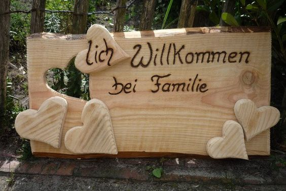 *Herzlich Willkommen bei Familie...*   Ein _großes,rustikales_ Türschild für die Wand.  Das Schild hat eine Größe von : 67 x 34 cm und eine Tiefe von 2,5 cm  Den Familien-Namen schreibe ich...