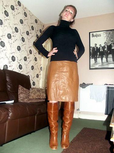 Womenin Leather Attire Vedios 33