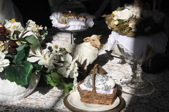 Eastertide table decoration. By Iwona Mierowska, I.M. Decorations See more inspirations at: https://www.etsy.com/shop/IMDecorations #Easter #Eastertide #house #interior #decor #decoration #inspiration #easteregg