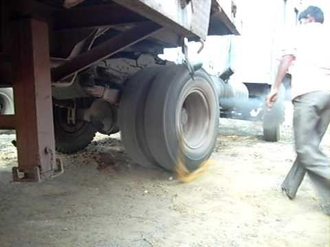 Como dar partida em caminhão na Índia | Super Pérolas