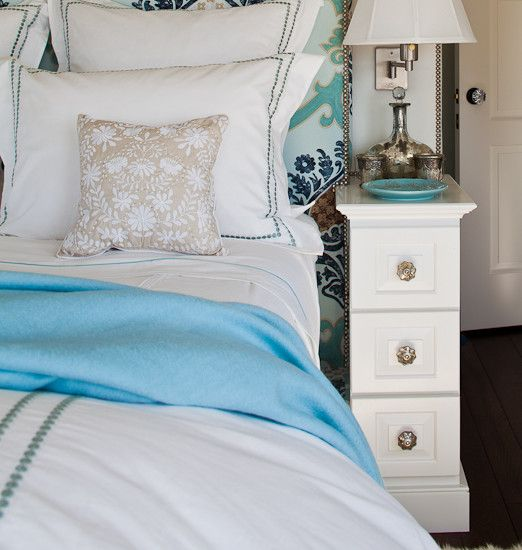 Narrow nightstand white bedside tables and nightstand for Cute nightstand ideas
