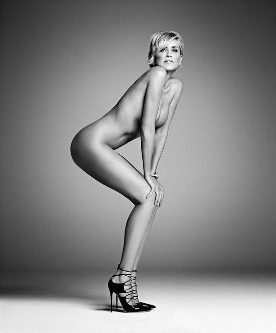 Sharon Stone nue dans une série de photos noir et blanc - http://www.2tout2rien.fr/sharon-stone-nue-dans-une-serie-de-photos-noir-et-blanc/