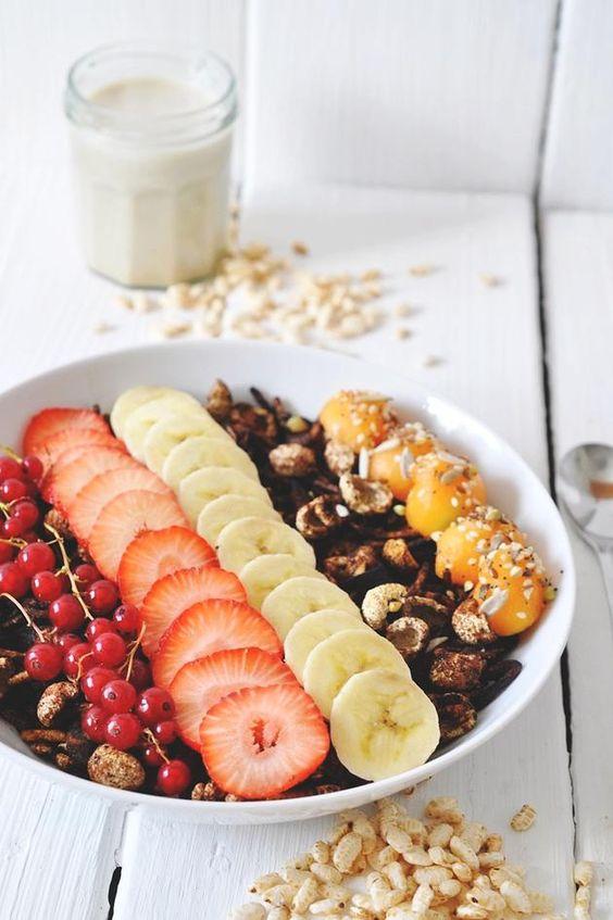 "nads cocina saludable | capas quinua-vainilla parfait gachas con una ""mousse"" choc-plátano y fresas frescas"