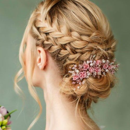 50 Perfect Bridesmaid Hairstyles For Your Wedding Party 2020 Guide In 2020 Cute Wedding Hairstyles Hair Styles Bridesmaid Hair
