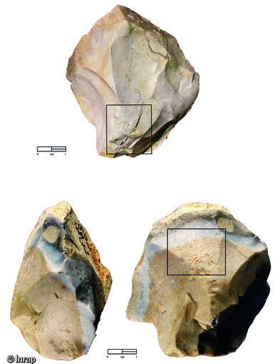 Nucléus portant des traces de percussion liées à leur utilisation comme percuteurs pour le débitage (nucléus du haut de la photo) et comme retouchoirs. site de St-Césaire (charente-maritime) et de Creysse.(Dordogne), respectivement fouilés en 1993 et 2008. Ces 2 nucléus attestent du recyclage. d'objets en pierre taillée (pour une autre utilisation) dès le Paléolithique moyen.
