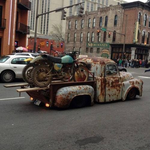 Legit way to transport your old dirtbikes.